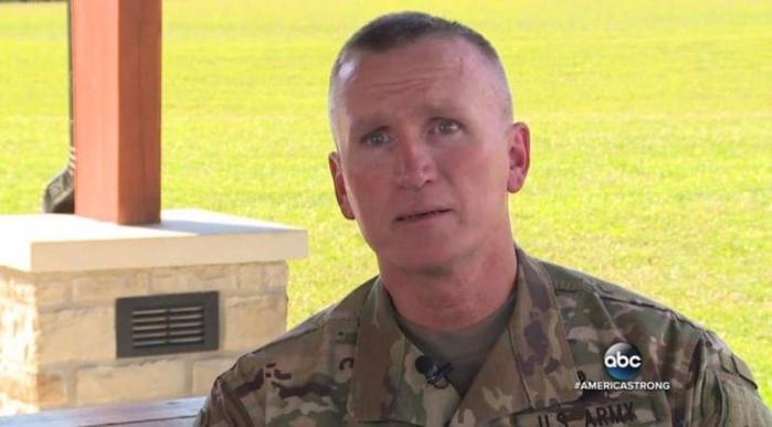 Фотография этого солдата мигом разлетелась по Сети