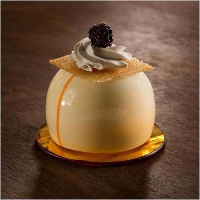 Реалистичные десерты из стекла и фарфора— 25 фотографий