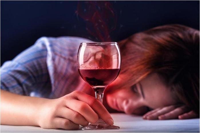 Как алкоголь влияет на женщин, или «Выпей немного вина, дорогая!»