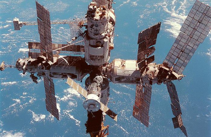 Первое ДТП на околоземной орбите: столкновение российского и американского спутников