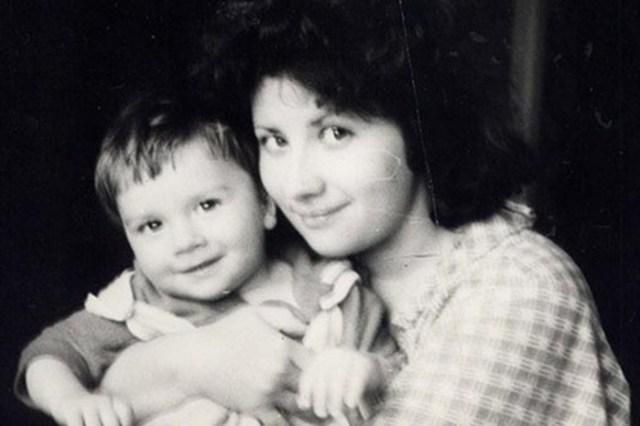Угадайте, чьи эти 10 звездных мам? Редкие архивные фото
