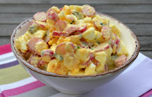 Салат с яйцом и редисом