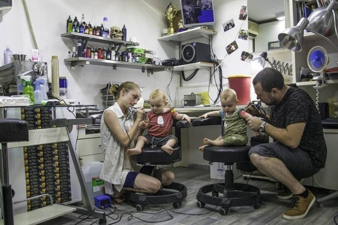 Израильский фотограф рассказывает о своих близнецах фантастические истории