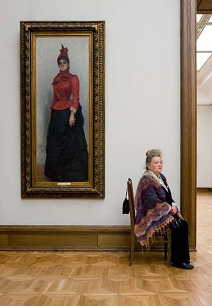 Смотрительницы российских музеев на снимках американского фотографа