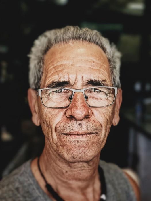 Хитрость фотографа: как сделать профессиональный портрет с помощью смартфона и коробки от бургера