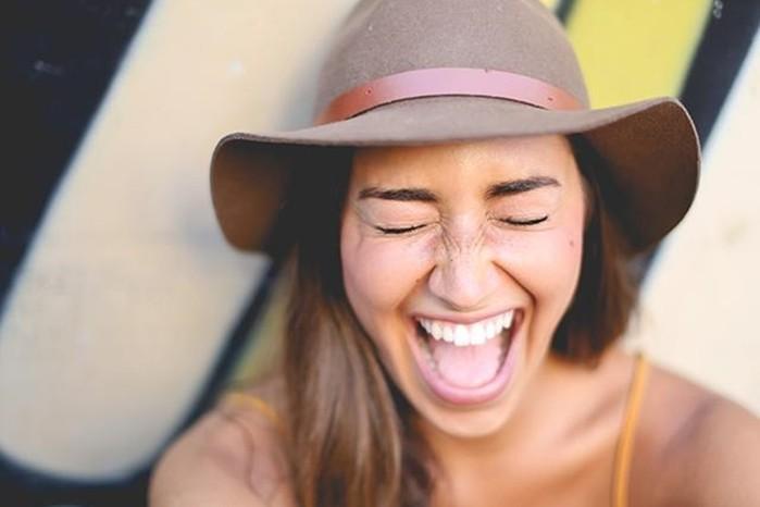 Интересные факты о смехе, улыбках, здоровье и щекотке