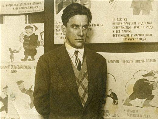 Почему Владимир Маяковский покончил с собой