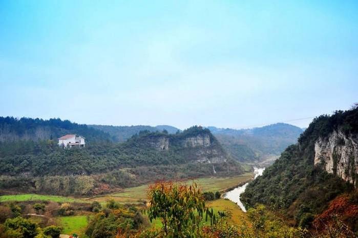 Живописный район бассейна реки Тяньхэ в Китае