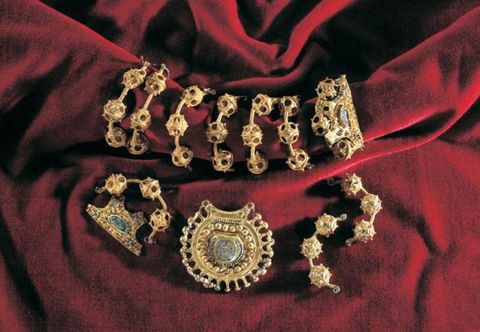Самые странные украшения, которые надевали русские женщины
