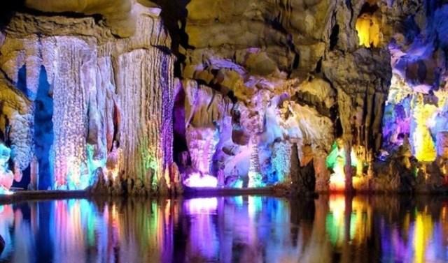 Сказочно красивая Пещера тростниковой флейты в Гуйлинь (Китай)