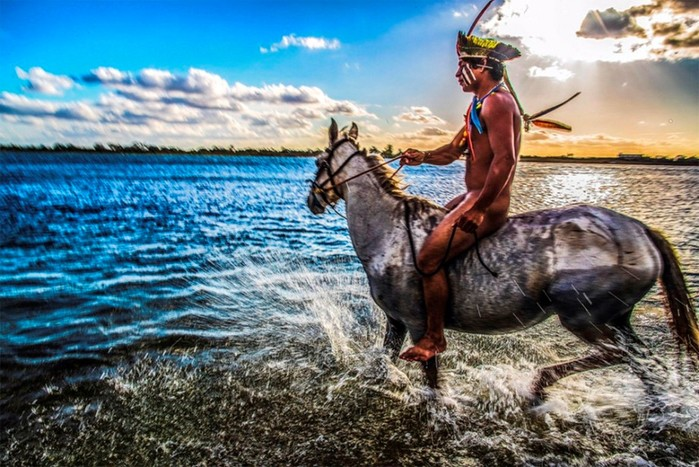Жизнь далекого первобытного бразильского племени показал фотограф Рикардо Штукерт