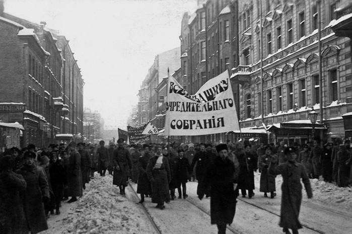 Почему большевики распустили Учредительное собрание