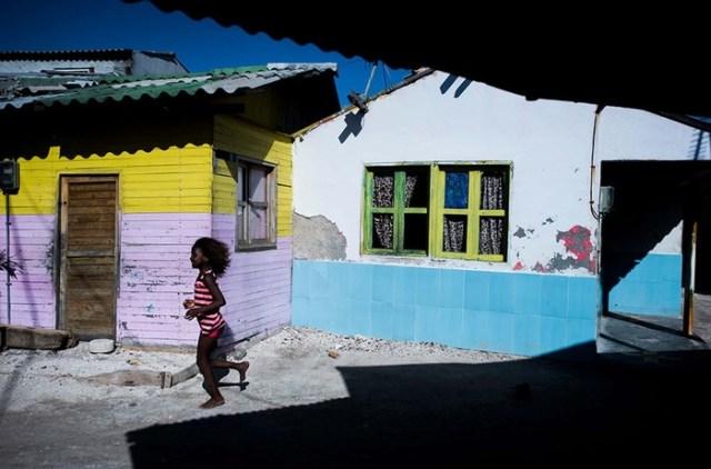 Как живут люди на самом густонаселенном острове Земли