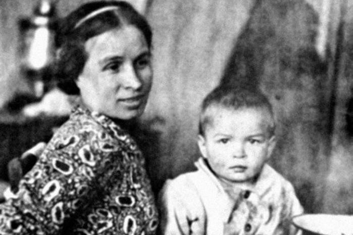 «Летающий татарин» Рудольф Нуреев: 10 фактов о легендарном танцовщике