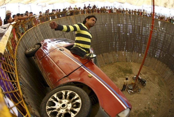 Самые смелые, шокирующие автомобильные трюки