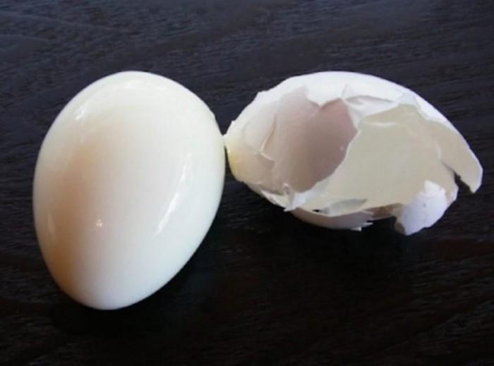 Как сварить яйца вкрутую так, что их можно почистить за пару секунд