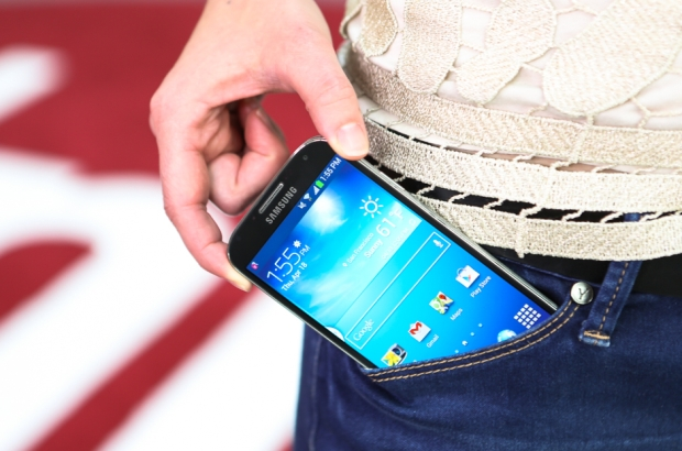 Лопатой по уху: чем плохи смартфоны с большими экранами (мнение)