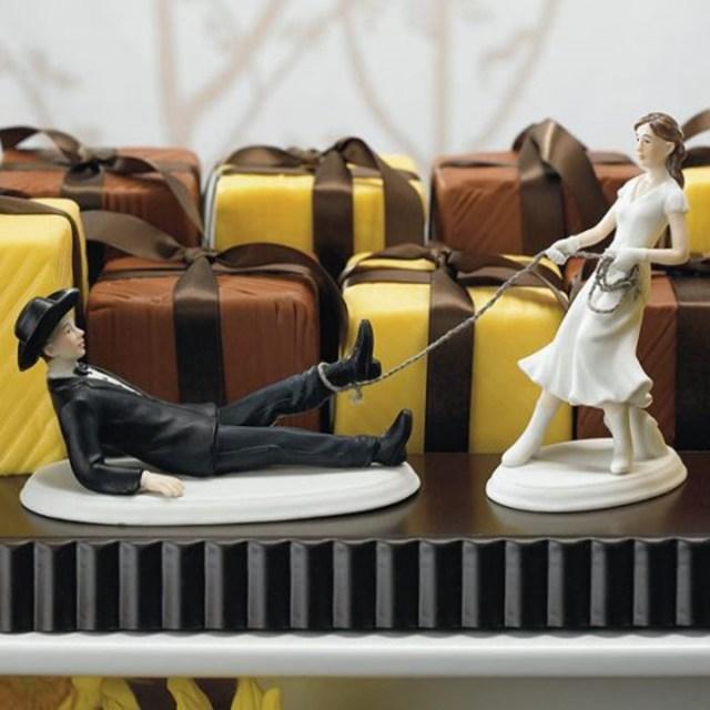 Когда появился первый свадебный пирог? 17 забавных фигурок на свадебный торт