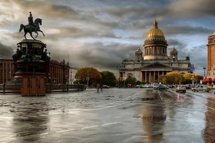 В честь кого назван Санкт Петербург?