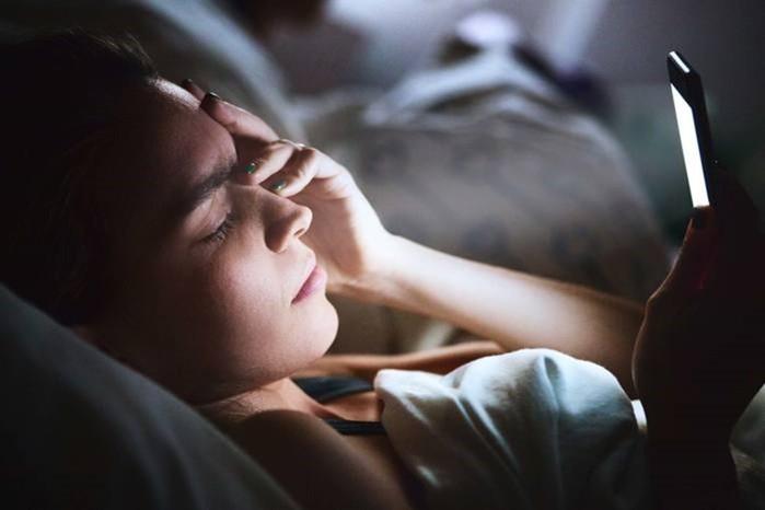 Как засыпать быстро и без проблем: чего лучше не делать перед сном