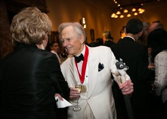Почему умер американский писатель и журналист Том Вулф