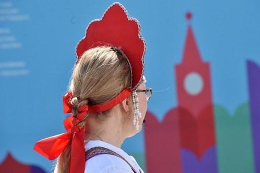 Мужские толпы обвиняют россиянок в «шлюховатости», преследуют иунижают