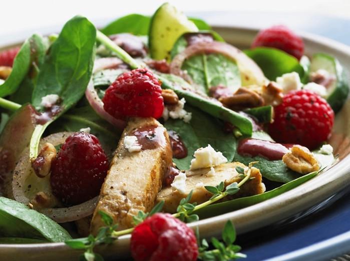 Блюда из сезонных ягод: 4 простых и вкусных кулинарных рецепта