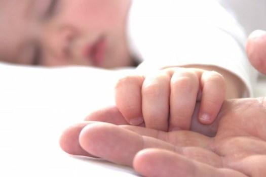 Совместный сон ребенка и мамы: все факты и заблуждения, плюсы и минусы