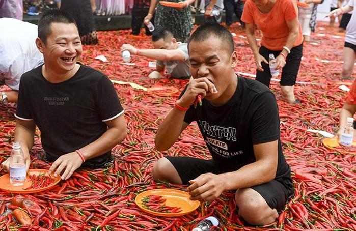 Конкурс по поеданию на скорость острого перца в Китае