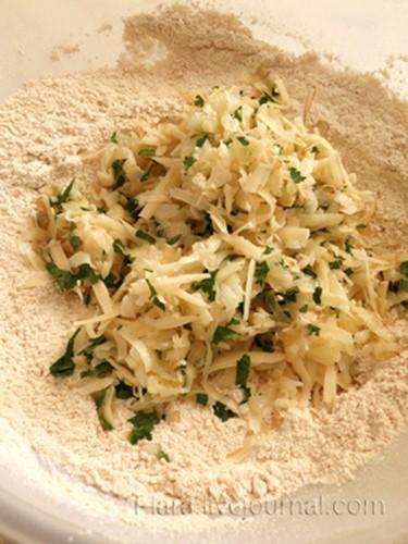 Как приготовить пикантные булочки с картофелем и сыром