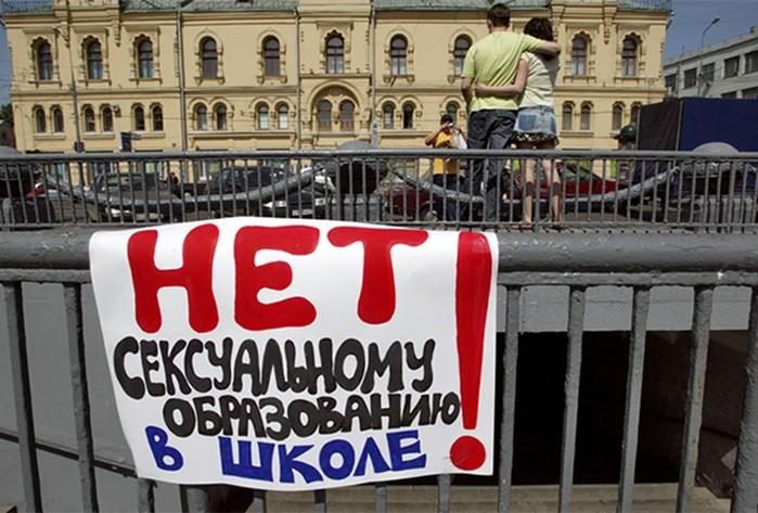 «Ты можешь себя трогать»: что нужно знать о сексе российским детям