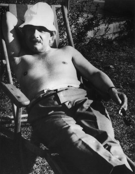 Гениальный физик Альберт Эйнштейн в обычной жизни: подборка фотографий