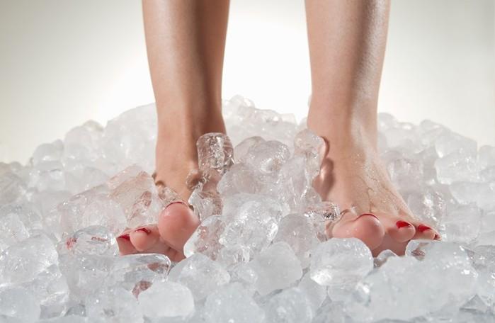 Постоянно холодные ноги: причины и способы устранения этого явления