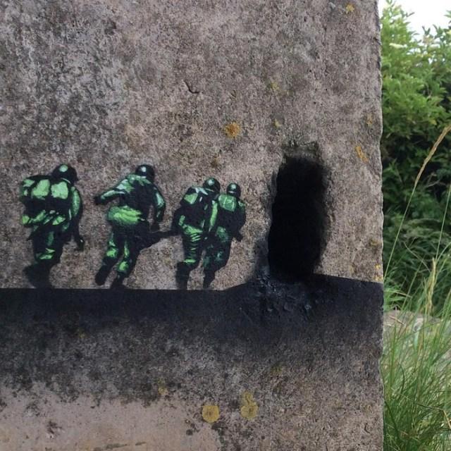 По стопам Бэнкси: британский уличный художник делает серые стены чуть ярче