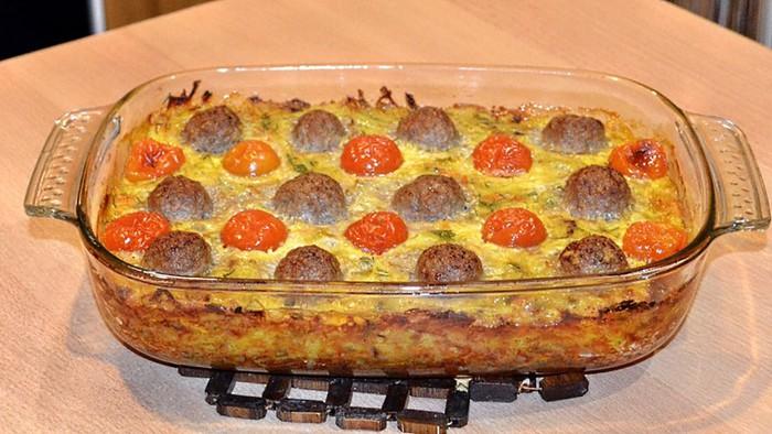 Картофельная запеканка с фрикадельками