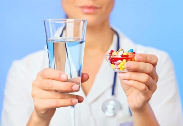 Как правильно принимать лекарства: совместимость с продуктами и напитками
