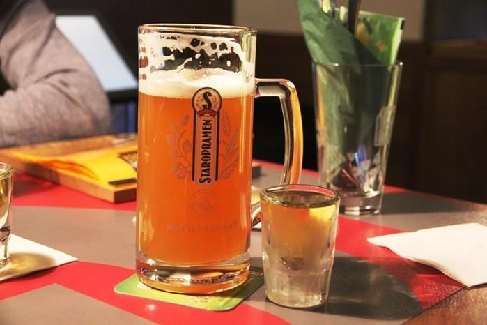 Что вреднее: пиво или водка? Что лучше выпить, пиво или водку?