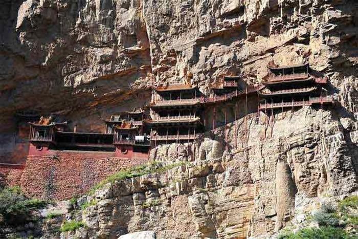 Китайский монастырь над Рекой