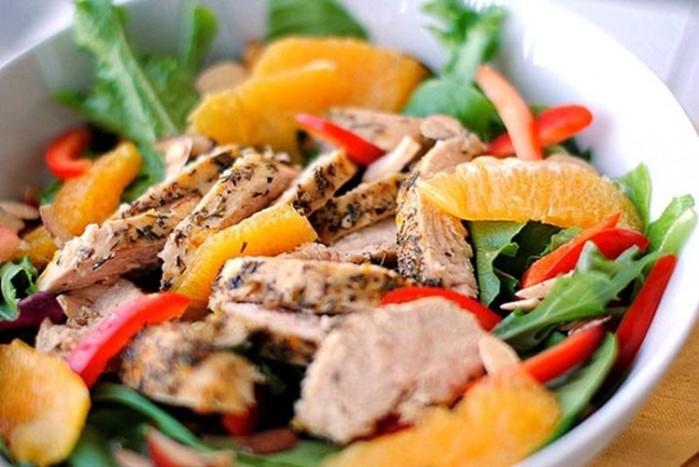 Праздничные блюда: 8 вкусных салатов для новогоднего стола, от которых все гости будут в восторге!
