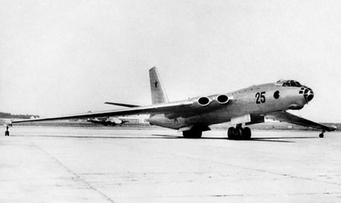 Советский самолет «Бизон» М 4— созданный бомбить США
