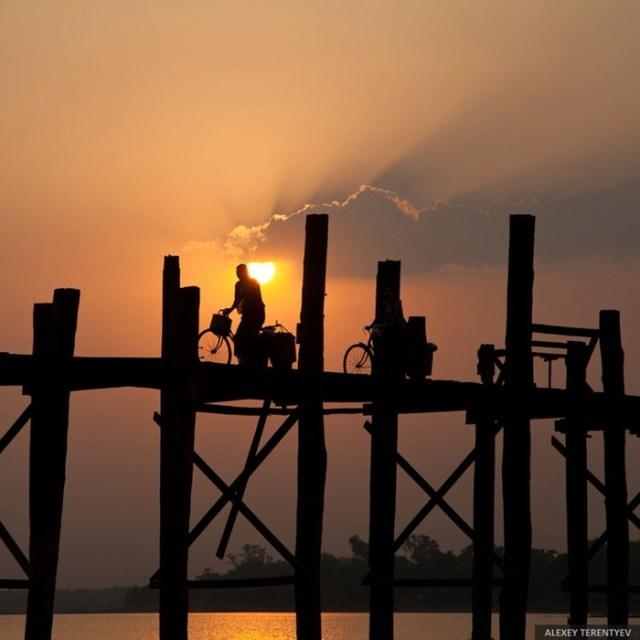 Жизнь на воде: необычные фотографии жителей Мьянмы