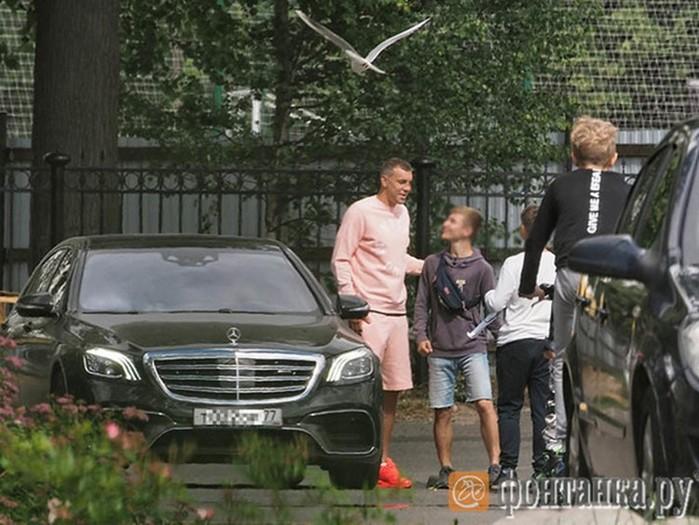 Футболисты «Зенита» предпочитают автомобили Mercedes и Porsche