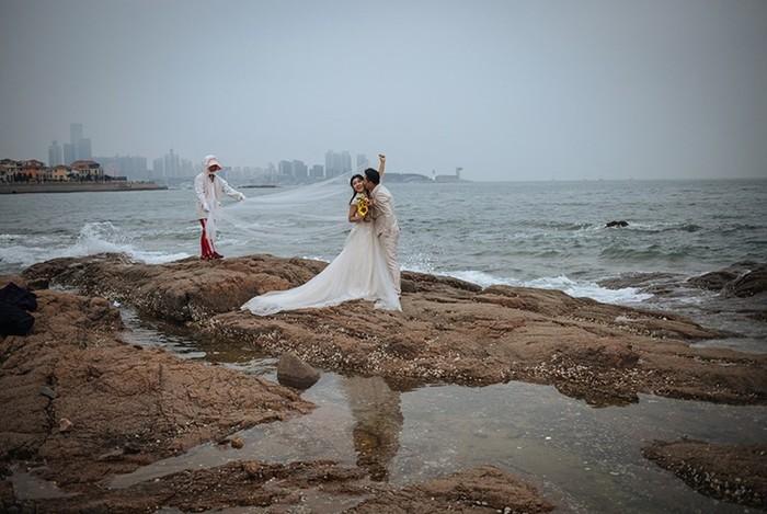 Китайцы сходят с ума по безвкусным свадебным фотографиям