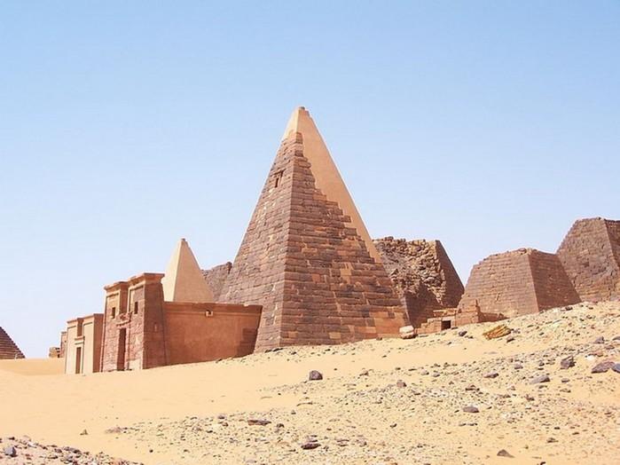 Странности с изображениями египетских пирамид на старых картинах