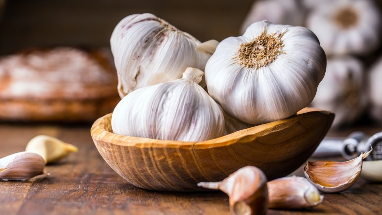 Mistakes everyone makes when cooking with garlic