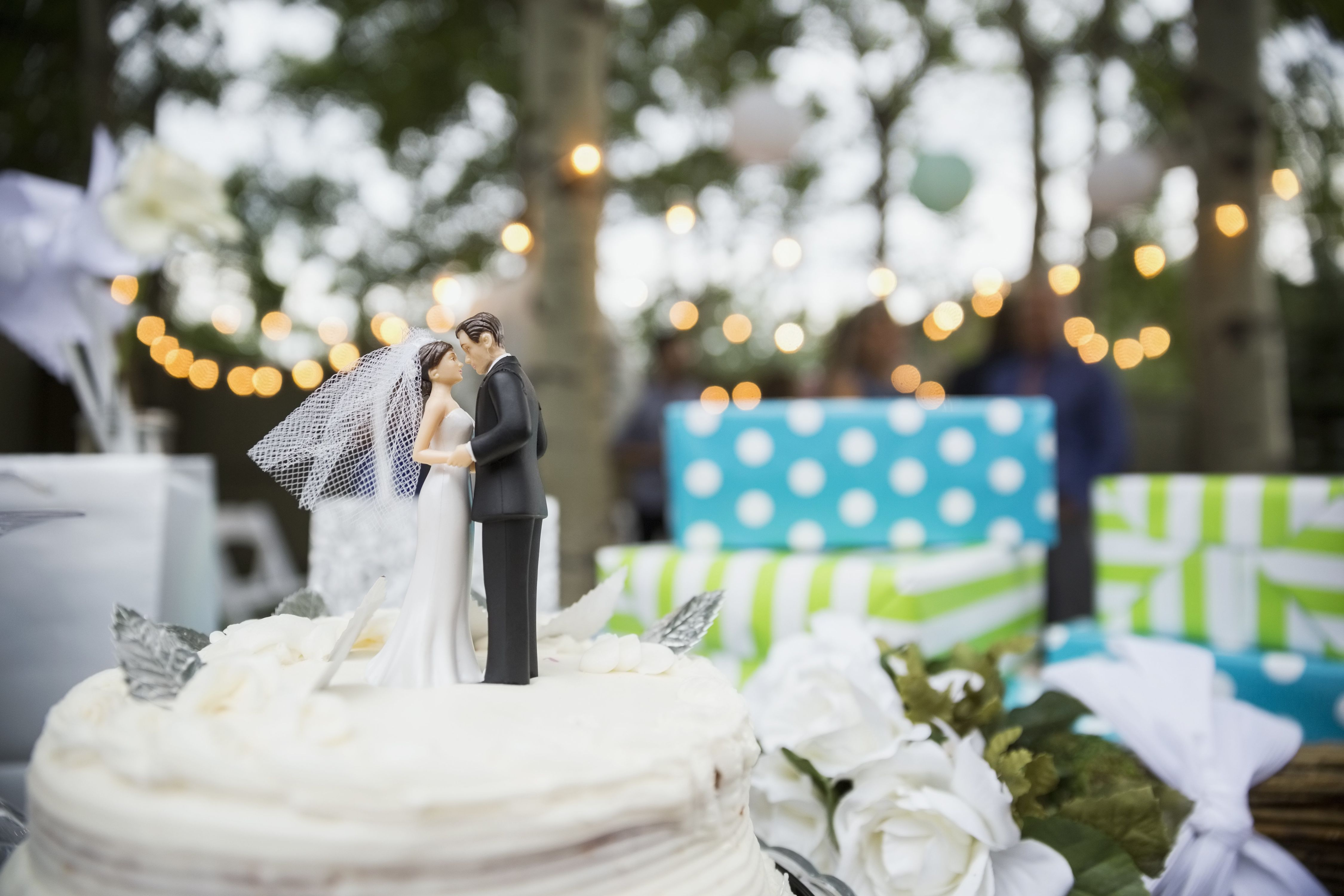 Wedding Gift Etiquette: Can I Bring A Gift To The Wedding