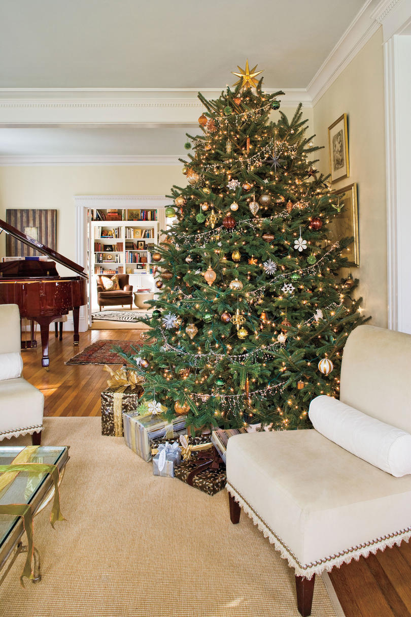 100 Fresh Christmas Decorating Ideas   Southern Living Christmas Tree Decorating Ideas  Metallic Christmas Tree