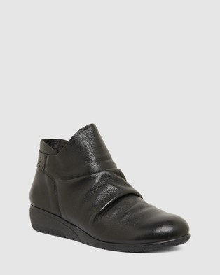 Wide Steps Wedge Boots