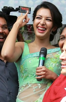 Nude navel Catherine Tresa handjob with black mic in saree