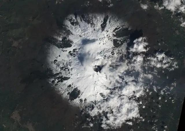 kuxlarge - El temido volcán Etna despierta de nuevo, así se ve desde el espacio